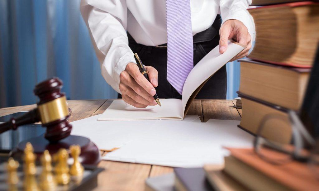 Как понять, что пора обращаться к арбитражному юристу?