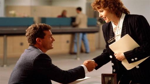 Как принять сотрудника на основную работу?
